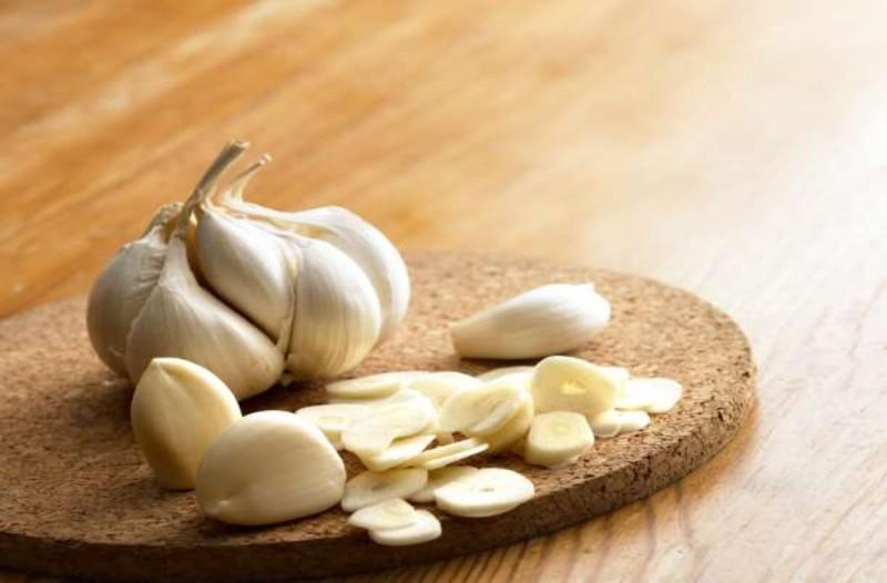 Ποιες ασθένεις γιατρεύει το γάλα με το σκόρδο
