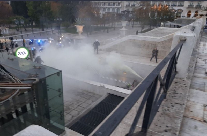 Ένταση με αντιεξουσιαστές και Αστυνομία στο Μετρό του Συντάγματος