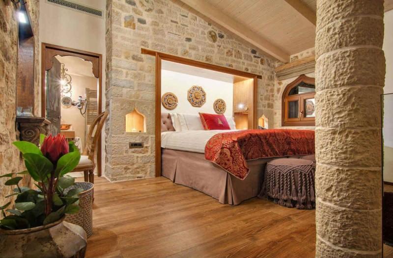 Ιωάννινα: Ο Τάσος Δούσης μας προτείνει ένα μαγευτικό ξενώνα με βαθμολογία 9,6 στην Booking