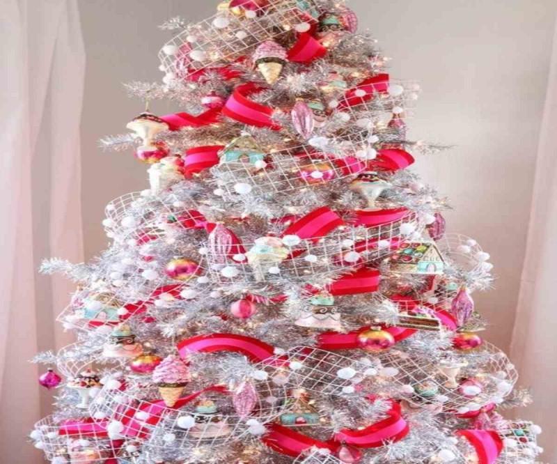 Ασημί Χριστουγεννιάτικο δέντρο