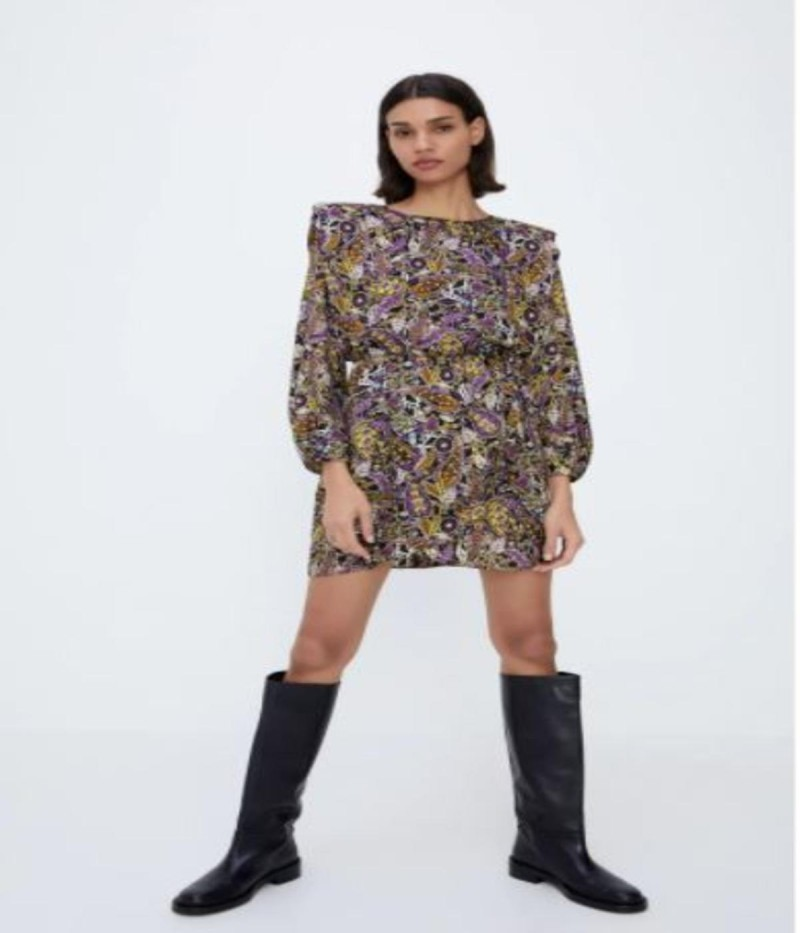 Εμπριμέ φόρεμα από τα ZARA σε τιμή σοκ