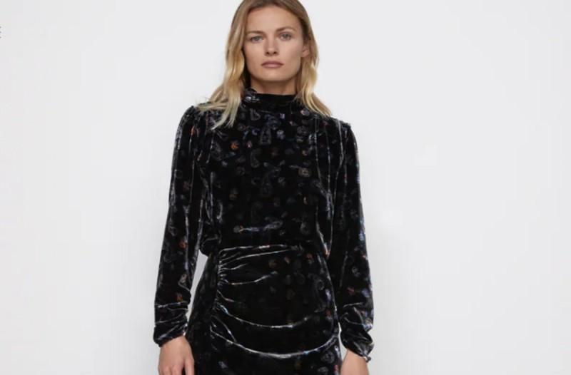 Φόρεμα από τα καταστήματα ZARA