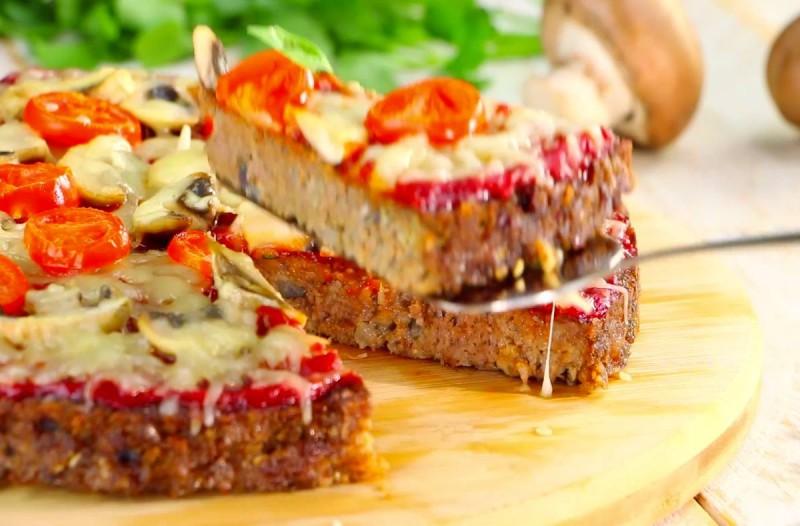 Αρχικά φαίνεται σαν μια συνηθισμένη πίτσα, αλλά μόλις προσέξαμε τη ζύμη; Μείναμε με το στόμα ανοιχτό!
