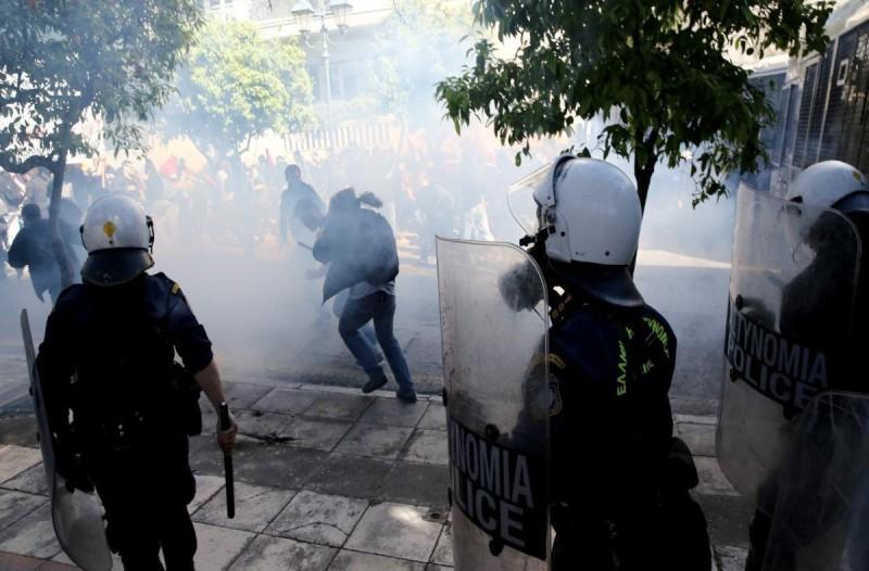 Χαμός στο κέντρο της Αθήνας: Επεισόδια και χημικά στο φοιτητικό συλλαλητήριο