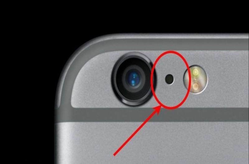 Μάθετε το λόγο που υπάρχει μια μικρή μαύρη τρύπα στο IPhone σας - Ανάμεσα στην κάμερα και το φλας