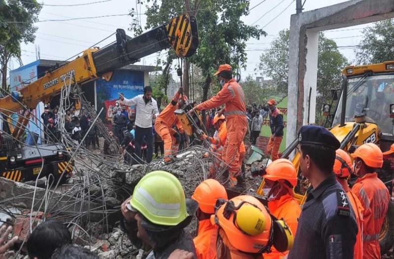 Τραγωδία στην Ινδία: Κατέρρευσε οροφή σε αποτεφρωτήριο - Πάνω από 20 νεκροί