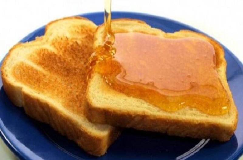Ψωμί του τοστ με μέλι και κανέλα