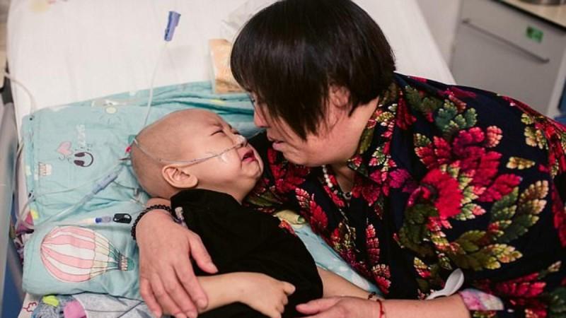 Μωράκι πάσχει από καρκίνο και ζητάει την μητέρα του που τον έχει εγκαταλείψει
