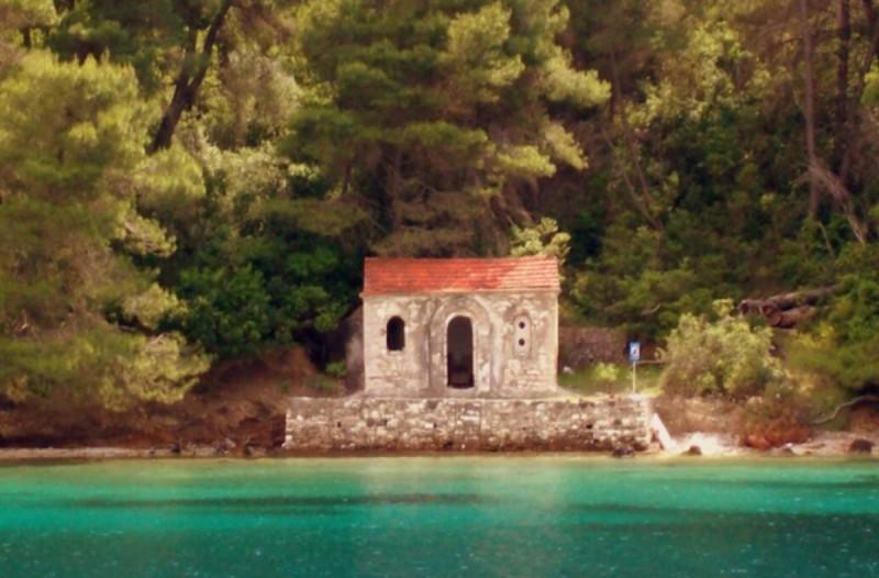 Καστός: To μικρότερο κατοικημένο νησί στο Ιόνιο μάς μαγεύει!