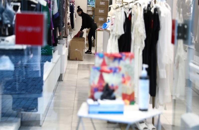 Καταστήματα: Ανοίγουν σήμερα πώς θα μπορούν να κάνουν τις αγορές τους οι καταναλωτές