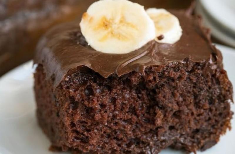 Πανεύκολη συνταγή για κέικ σοκολάτας με μπανάνες