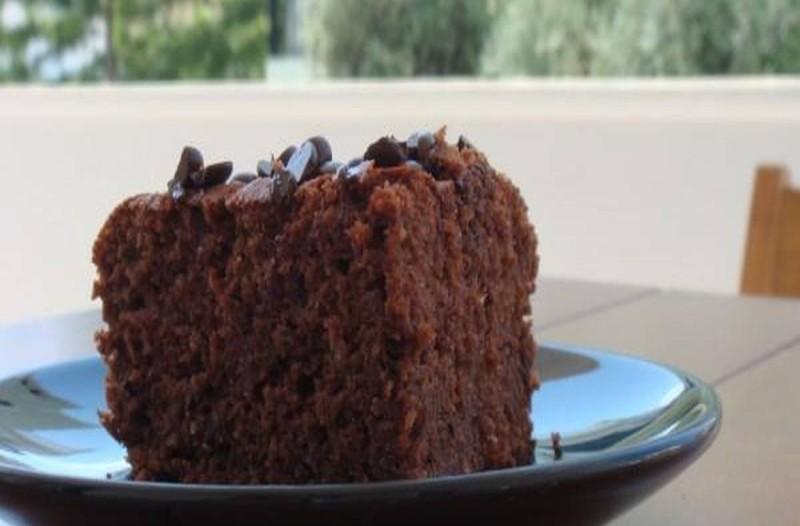 Συνταγή γα μαμαδίστικο κέικ με μήλα και σοκολάτα