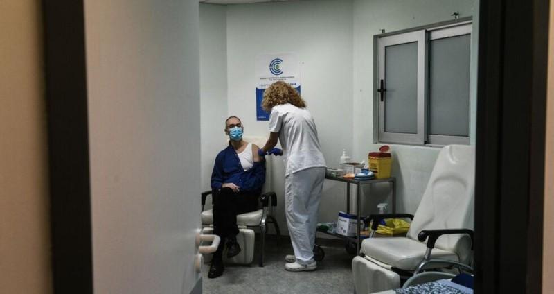 Αρκετά εμβολιαστικά κέντρα προστίθενται στη 'μάχη'.