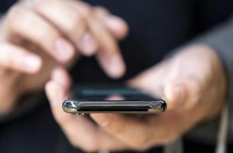 Σας παρακολουθούν το κινητό; Τα σημάδια για να το καταλάβετε