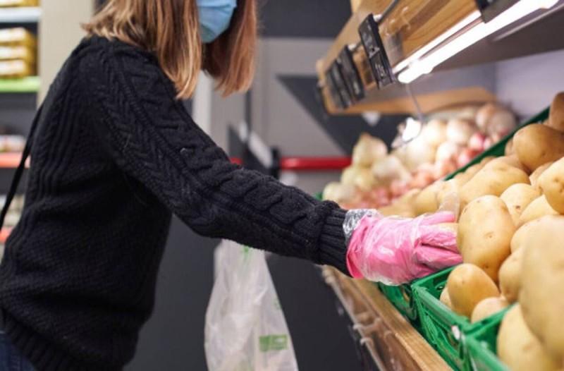 Πρέπει να απολυμαίνουμε τα ψώνια που φέρνουμε σπίτι λόγω κορωνοϊού - Τι αναφέρουν οι ειδικοί