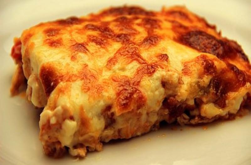Λαχταριστό σουφλέ κοτόπουλο με μπεσαμέλ τυρί και πατάτες σκέτη κόλαση!