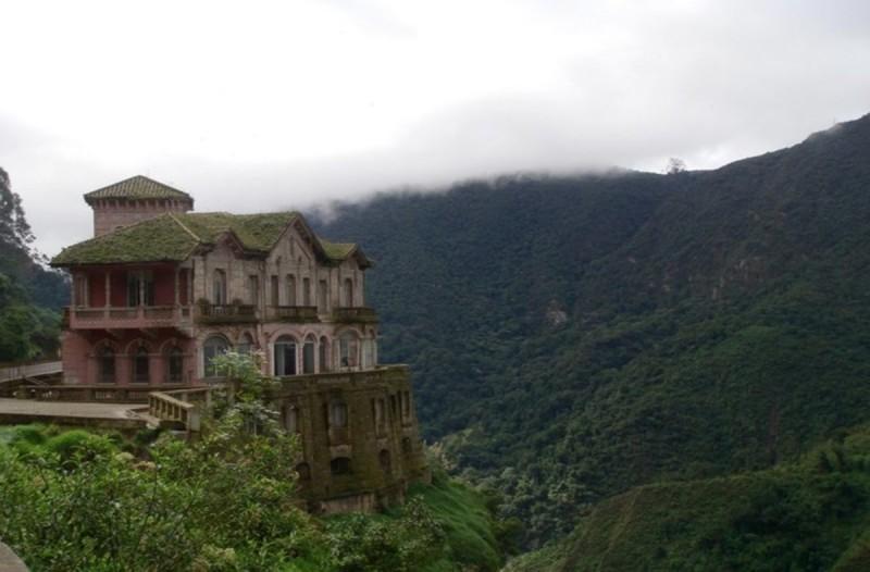 Εγκαταλελλειμένο ξενοδοχείο στην Κολομβία