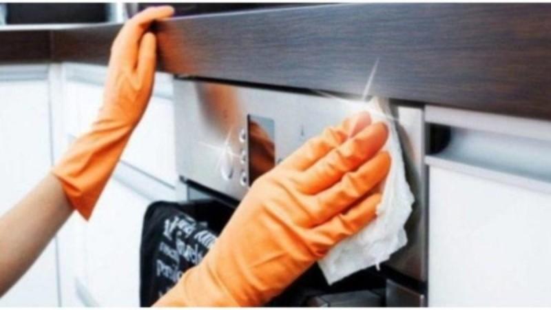 Το πάμφθηνο υλικό της κουζίνας που εξαφανίζει τα λίπη με τον πιο φυσικό τρόπο