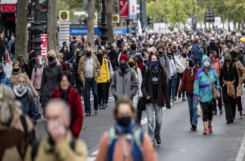 Lockdown: Στον ορίζοντα νέα αυστηρότερα μέτρα για τον κορωνοϊό - Για ποιες χώρες