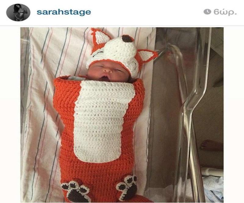 Η κούκλα έγκυος με τους κοιλιακούς ακόμα και στον 9ο μήνα