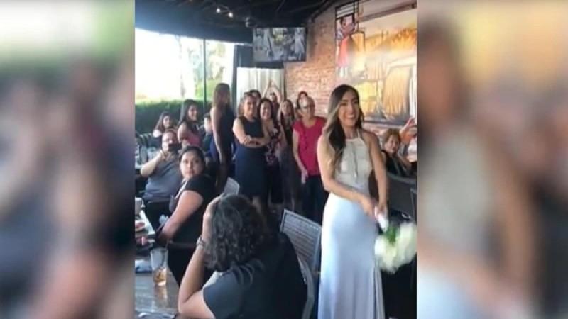 Νύφη πέταξε την ανθοδέσμη στις ανύπαντρες - Αυτό που ακολούθησε δεν το περίμενε κανείς (Video)