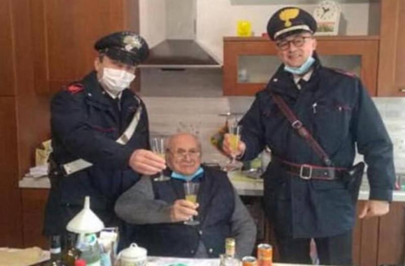 Παππούλης κάλεσε την Αστυνομία γιατί ένιωθε μόνος του!