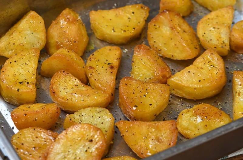 Συνταγή για πεντανόστιμες και τραγανές πατάτες φούρνου