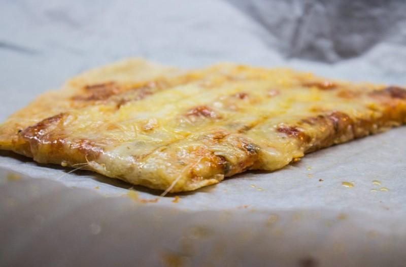 Εύκολη πίτσα στην τοστιέρα
