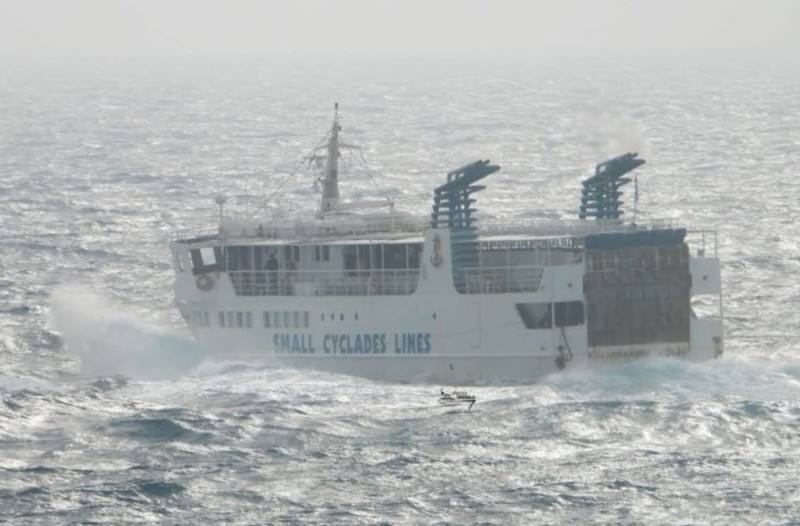 Κυκλάδες: Μάχη με τα κύματα δίνει ο