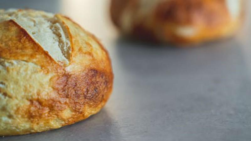 Ζυμωτό ψωμί με προζύμι