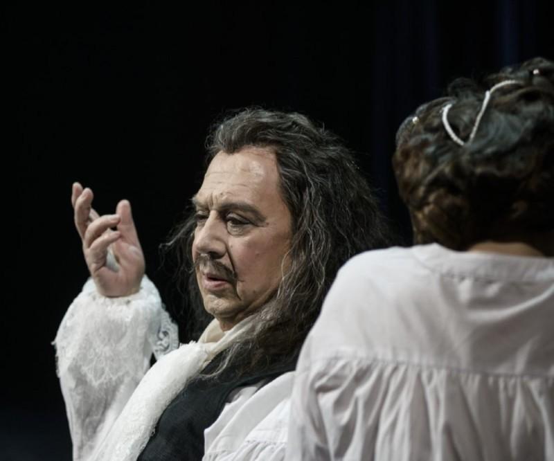 Ο Σταμάτης Φασουλής ως 'Μολιέρος' στην παράσταση του Εθνικού θεάτρου σε σκηνοθεσία Στάθη Λιβαθίνου