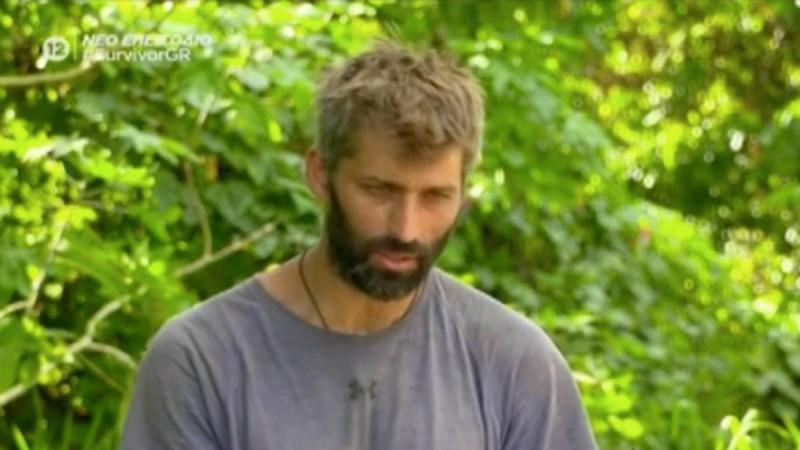 Survivor 4: «Κάρφωσε» τον Τριαντάφυλλο ο Παππάς - «Τον έχει κάνει πελάτη ο Καλίδης και για αυτό τον βρίζει»