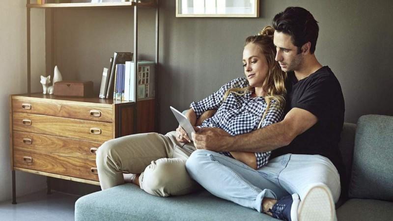 Τι φανερώνει ο τρόπος που κάθεστε για την σχέση σας
