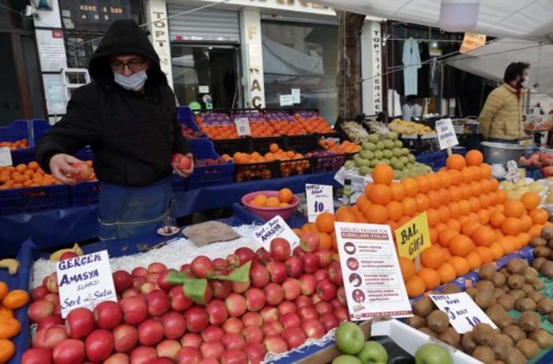 Οι Τούρκοι στοκάρουν ρύζι και μακαρόνια