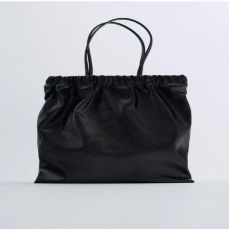 Η τσάντα shopper από τα καταστήματα ZARA σε τιμή σοκ
