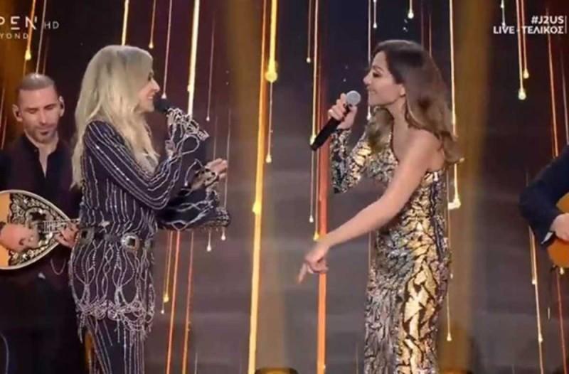 Απίστευτο! Τι έκανε η Βανδή όταν τραγουδούσε η Βίσση - Την τσάκωσε η κάμερα να... (ΒΙΝΤΕΟ)