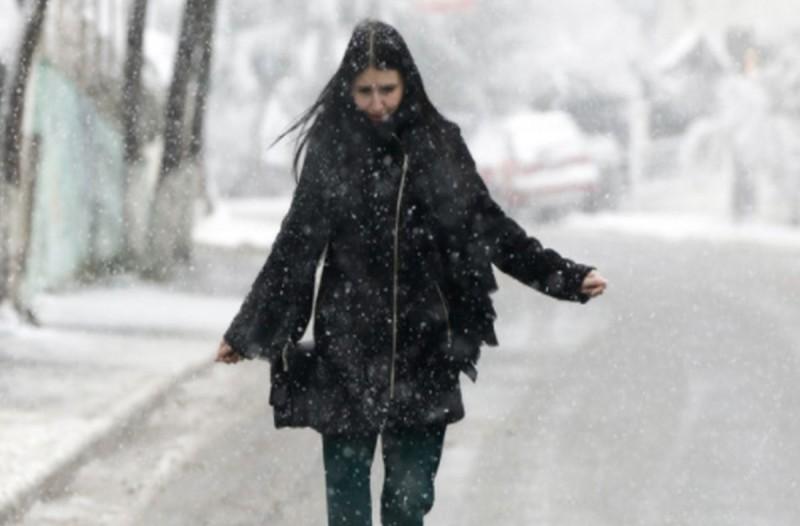 Χιονίζει στα βόρεια προάστια της Αττικής!