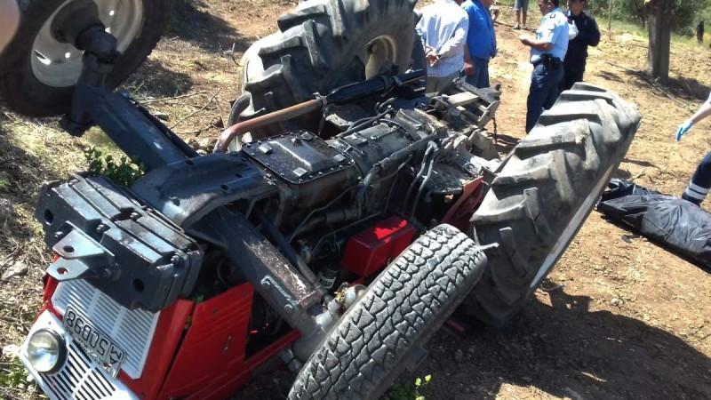 Τραγωδία στην Αταλάντη: Δύο άτομα έχασαν τη ζωή τους σε τρακτέρ που αναποδογύρισε