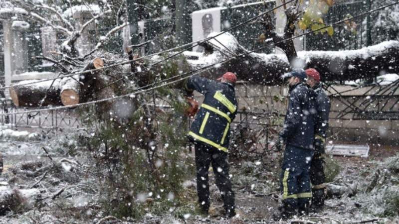 ΔΕΗ: Μέχρι το απόγευμα θα αποκατασταθεί το μεγαλύτερο μέρος ζημιών