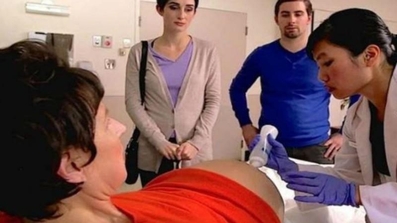 52χρονη έγκυος κυοφορεί τα δίδυμα παιδιά του γαμπρού της - Όταν οι γιατροί είδαν τον υπέρηχο «πάγωσαν» (Video)