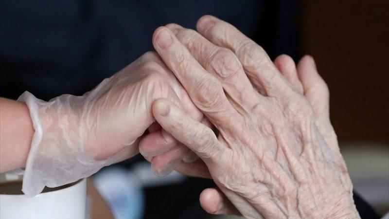 Κορωνοϊός: Κατέληξε ηλικιωμένη σε γηροκομείο της Βάρδας - Βρέθηκαν 27 κρούσματα