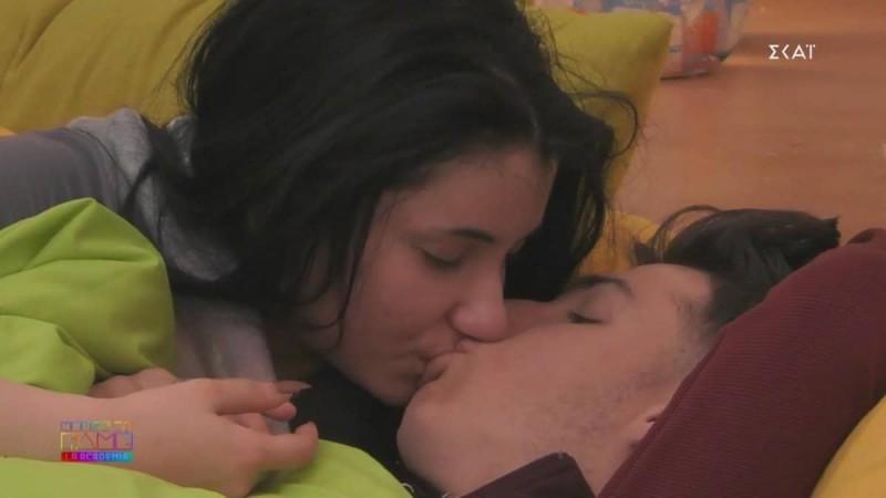 Γίνεται… Power of Love το House of Fame: Η κάμερα έπιασε το παθιασμένο φιλί Μαριάννας και Στέφανου