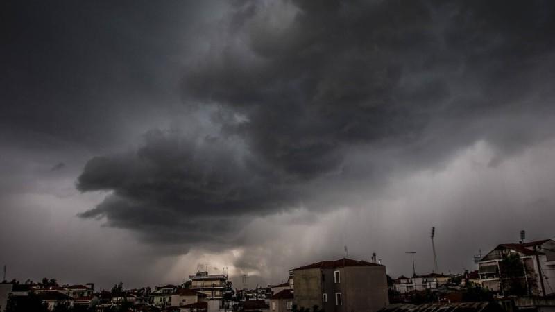 Κακοκαιρία στην Αλεξανδρούπολη: Μαθητές και εκπαιδευτικοί εγκλωβίστηκαν σε σχολείο λόγω της καταιγίδας
