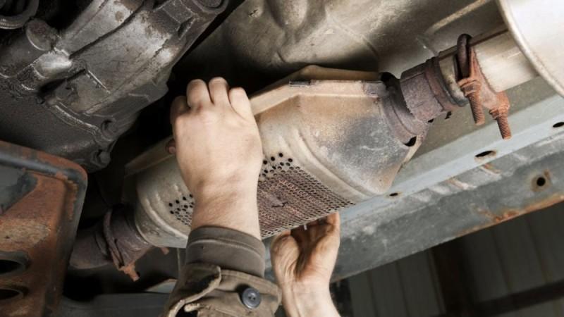 Δυτική Αττική: Συνελήφθησαν δύο άτομα για κλοπές καταλυτών από αυτοκίνητα