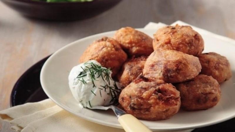 Λαχταριστά κεφτεδάκια κοτόπουλου με σως γιαουρτιού!