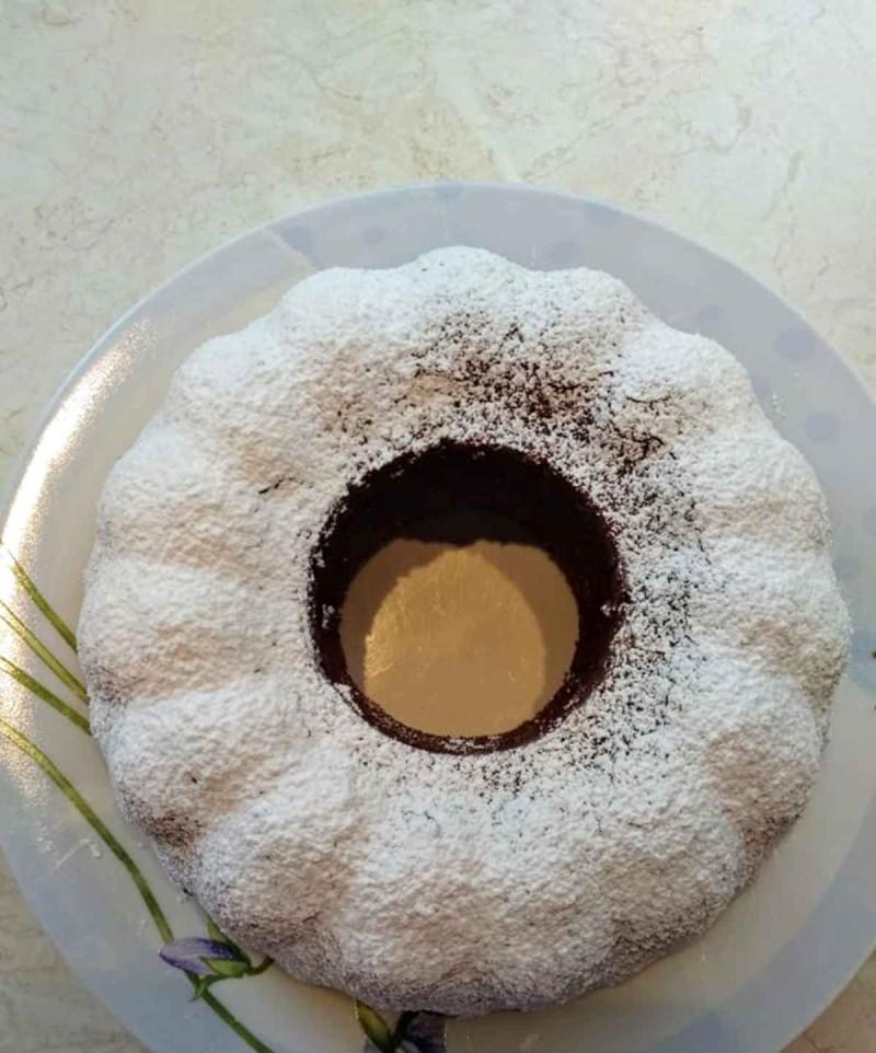 Συνταγή για κέικ με σοκολάτα και άχνη ζάχαρη