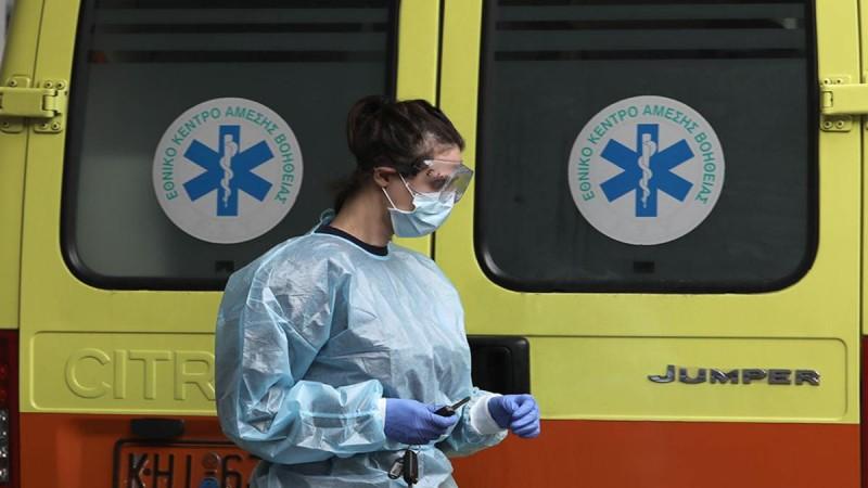 Παύουν οι διακομιδές ασθενών Covid-19 από όμορους νομούς προς τα νοσοκομεία της Αττικής