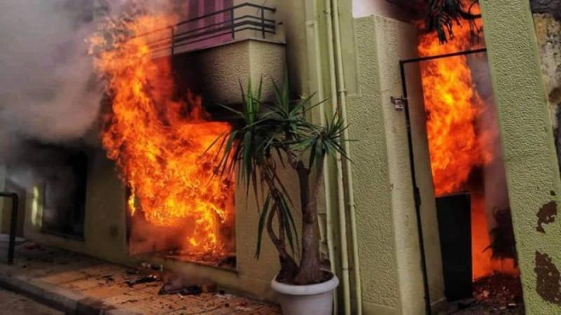 Συναγερμός στη Μεταμόρφωση: Πυρκαγιά ξέσπασε σε κτήριο