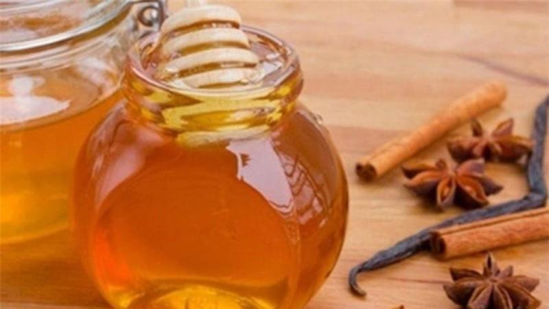 Οι λόγοι που θα πρέπει να εντάξετε στη διατροφή σας το μέλι
