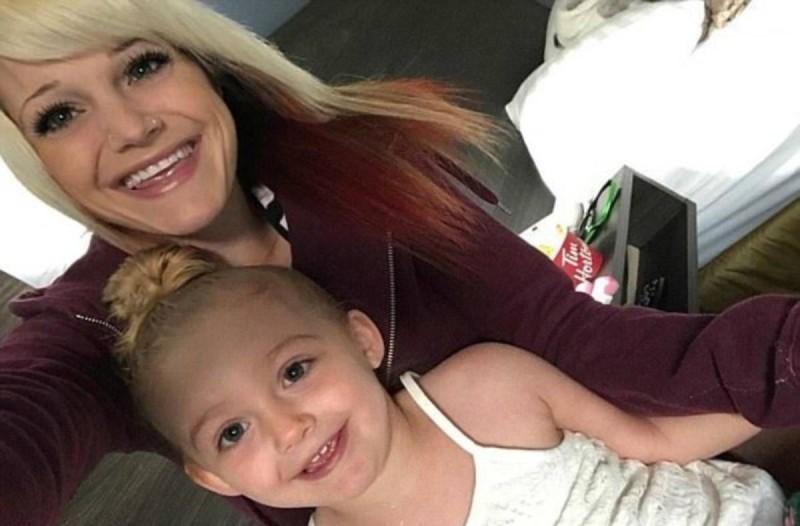 Μητέρα βρήκε την κόρη της λιπόθυμη. Δείτε τι συνέβη στο κοριτσάκι